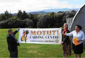 Brott (centre), President of the Kerikeri Rotary Club, and Brad Miller, a Director of the Rotary Club of Arcadia, California, present the Carving Centre Project Banner, as Ms. Jean Kapea (right), organizer of the Project for Motuti Marae, explains the Project's goals.